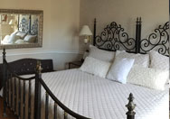 Elizabeth Barrett Browning Suite | Niagara-on-the-Lake Bed and Breakfast